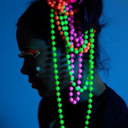Uv Neon Pearls Glow In The Dark Jewellery Glowsticks Co Uk